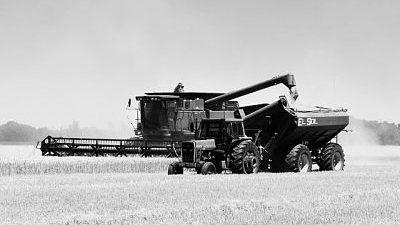 combine-harvester-1907864_640 (1)_opt